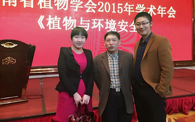 李化强博士(右)和湖南省植物学会理事长陈良碧教授